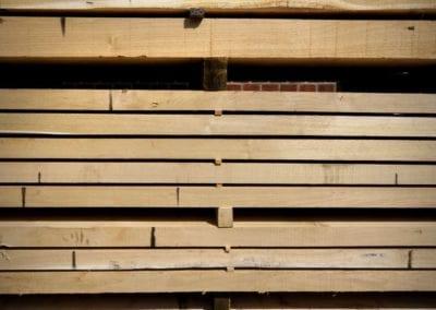 Eingelagertes Schnittholz - Bohlen, Bretter, Kanthölzer